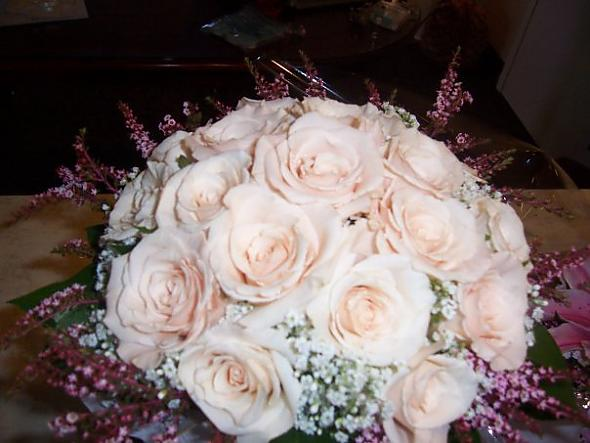 Champagne roses bridal bouquet posted by smyley 2 years ago