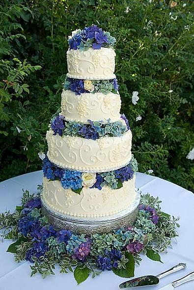 Hydrangea and Grapevine Cake