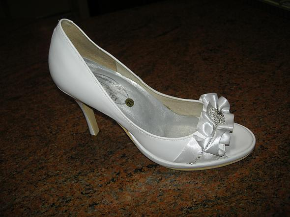 These are my wedding shoes Hand made posted by Angel Sarz 1 year ago